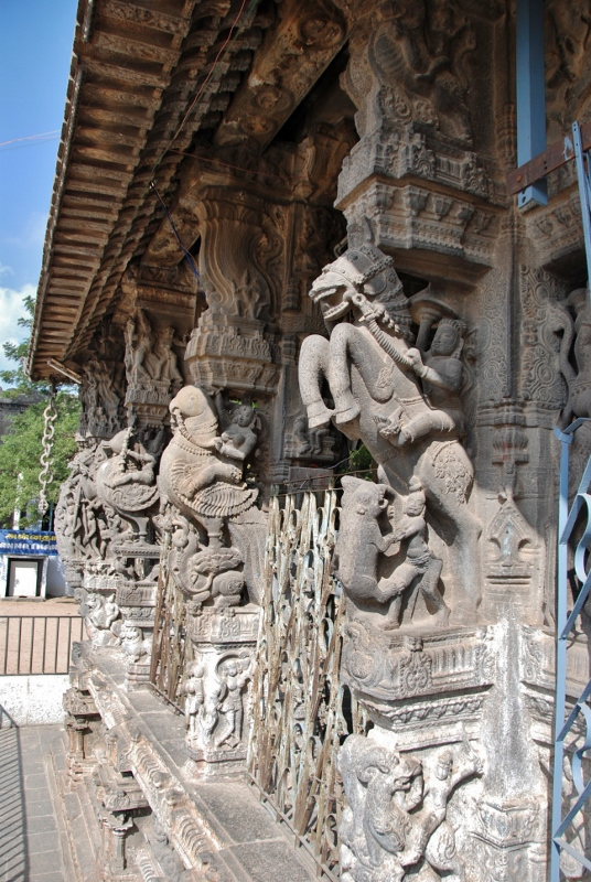 Carved columns of the Ekambaranathar temple