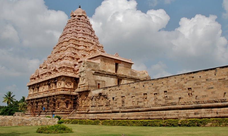 The spectacular Bragadeeswarar temple