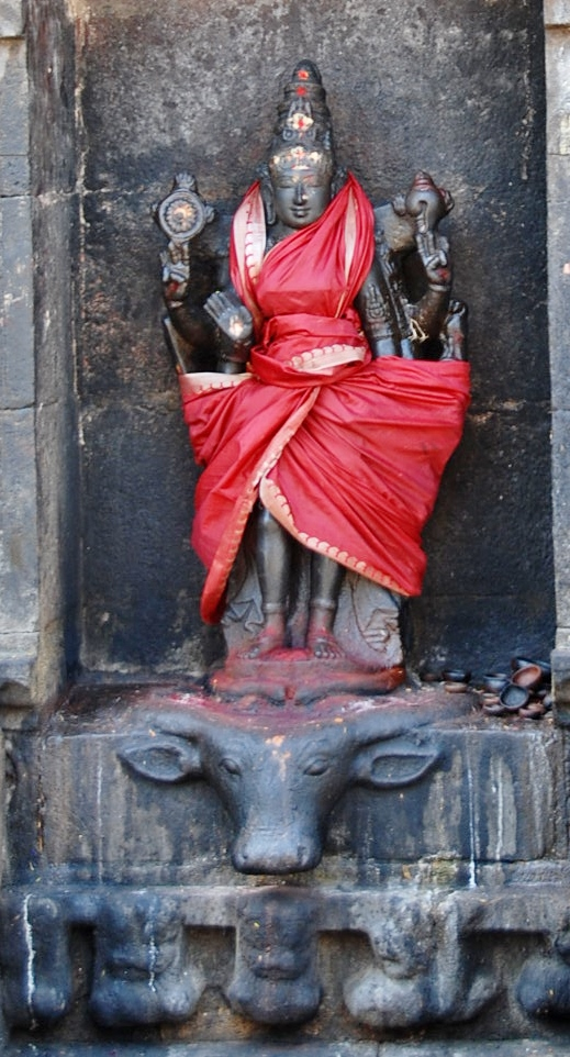 Sculpture of Vishnu at the Airavateswarar Temple