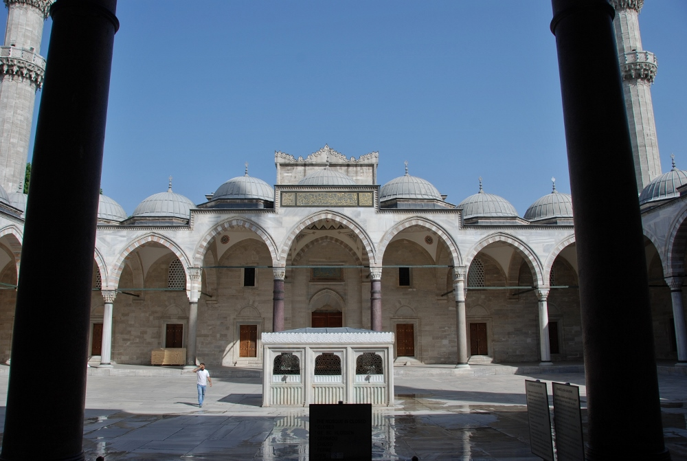 Suleymaniye camii: the iInner yard of the mosque